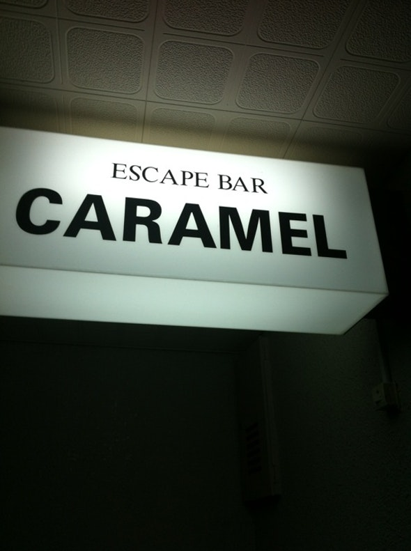 ESCAPE BAR CARAMEL